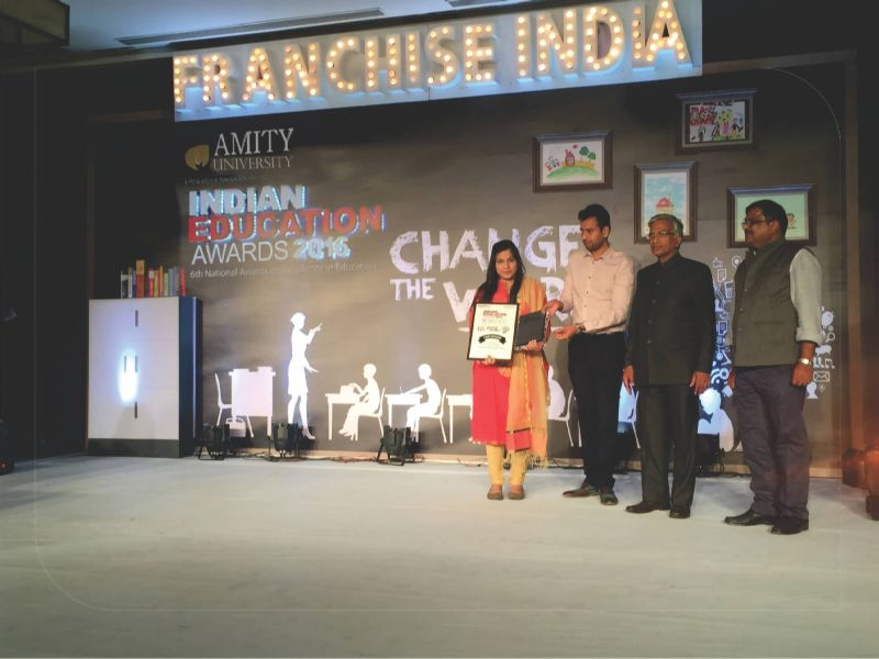 """Indian Education Awards 2016"" Best Beauty Training Institute Of The Year"