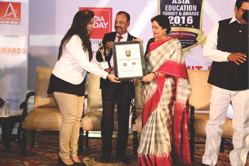 "Best Beauty School Award in Maharashtra from ""Asia Education Summit 2016"""